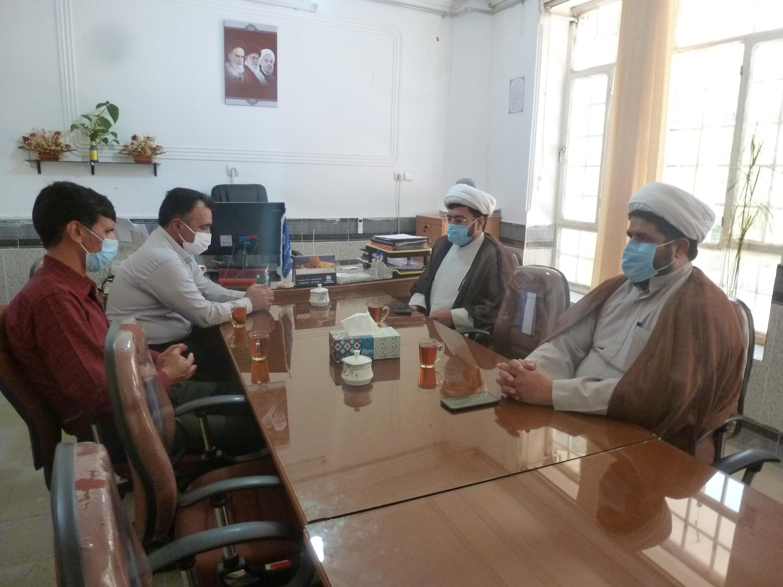دیدار امام جمعه اسدیه و جمعی از مدیران واحدهای صنفی درمیان با سرپرست صمت شهرستان به مناسبت روز صنعت و معدن